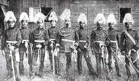 Une influence bavaroise est perceptible en matière d'uniformes (collection G. Selaya)